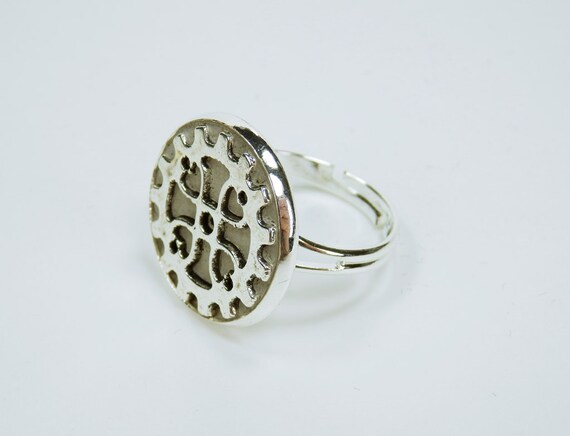 Ring gear steampunk with gear in concrete concrete jewelry silver Ring mount jewelry Concrete jewelry gears vintage Retro