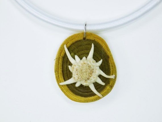 Necklace Edelweiss Genuine Edelweiss on green olive wood on white silk ribbon Oktoberfest dirndl jewelry Costume Dirndl Flower