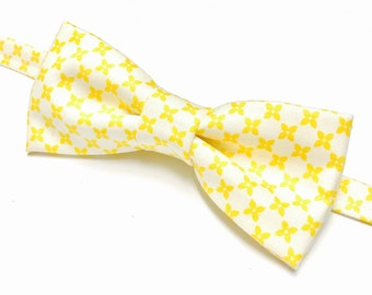 Yellow Floral Bowtie, Yellow Bow tie with Flowers, Floral Bowtie, Yellow and White Bowtie, Yellow Bowtie,  Lemon Yellow Bow tie