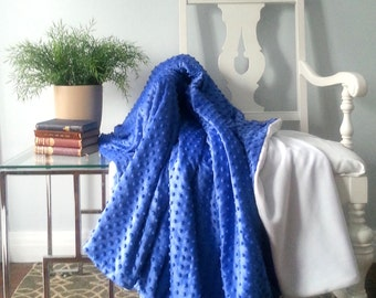 Cozy Blue and White Throw Blanket, Soft Fleece