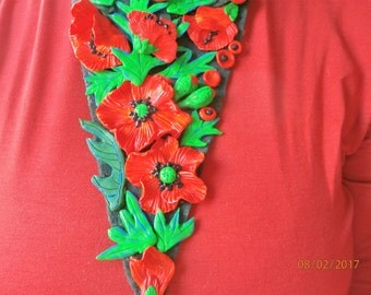 POPPIES bib necklace stretched polymeric resin