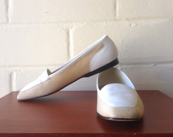 Vintage linen flats / white and beige loafer slip-on shoes / 9.5 / Enzo Angiolini