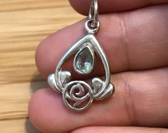 Vintage Sterling silver handmade pendant, solid 925 silver filigree with teardrop shaped jade, stamped 925 TH