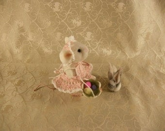 Needle Felted Mouse, Mouse with Bunny, Felted Easter Mouse with Basket