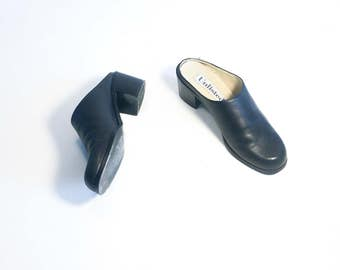Vintage 80's   Black leather mules / Unlisted leather clogs / Minimal block heel shoes   Size 8