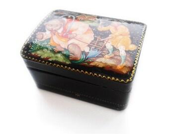 Russian lacquer box Lacquer miniature Palekh Painted trinket box Russian folk art Hand-painted box Black jewelry box Russian fairy tale