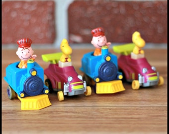 Set of 4 Snoopy's gang figurine from 1966, Peanuts figure, Train Snoopy, Snoopy car, Charlie brown train, Woodstock car, Mcdo toys, kid toy