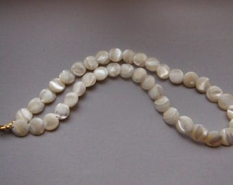 Vintage 1960s Mother of Pearl Disc Necklace