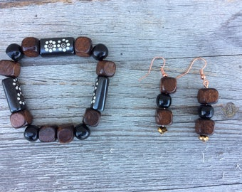 Brown and black wood beads earrings and stretch bracelet set. Women, ladies, fashion jewelry.