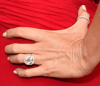 http://www.etonline.com/awards/sag/156790_sofia_vergara_huge_engagement_ring_makes_its_red_carpet_debut/