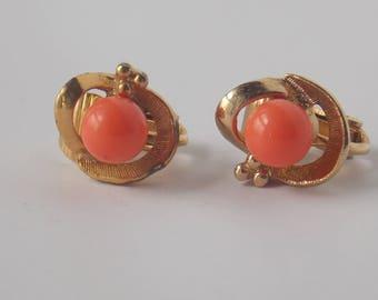 Avon Salmon Pink Bead Gold Tone Clip on Earrings, Avon Earrings, Avon Clip ons, Salmon bead earrings, Salmon Pink Earrings, Avon Jewelry