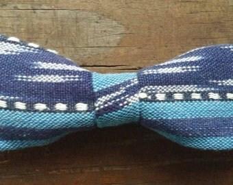 Noeud papillon|Bow tie: Le bleu poudrière