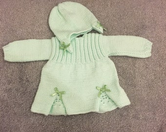 Knitted green baby girl set in size 0-3 months