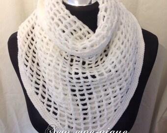 Triangular neck scarf