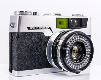 PETRI 7 Rangefinder with 45mm f2.8. lens in Mint Condition