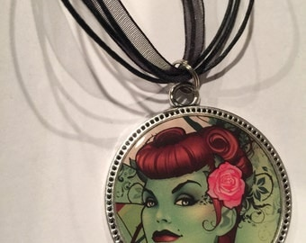 DC Bombshells Poison Ivy Necklace