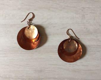 mother of a pearl round dangle earrings || bronze pearl earrings