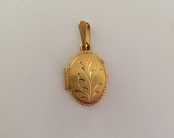 Gold small oval shaped locked (18k)