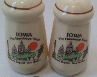 Vintage Salt and Pepper Shakers, Set of Vintage Salt & Pepper Shakers, Iowa, The Hawkeye State, State Capitol, Des Moines,