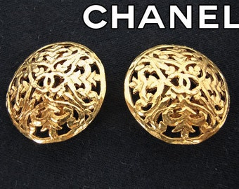 Authentic Chanel Gold Plated Floral Wire CC Logo Vintage Earring -(Ref-1451)