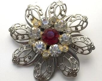 Cute filigree flower rhinestone brooch