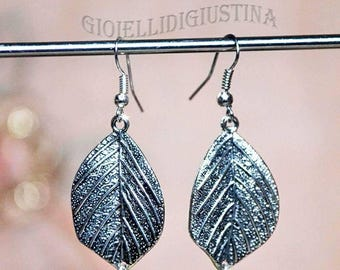 The leaf drop earrings, silver color