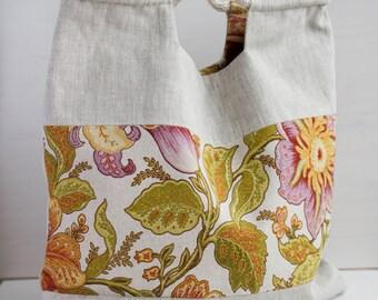 Neutral Linen Bag with a color element