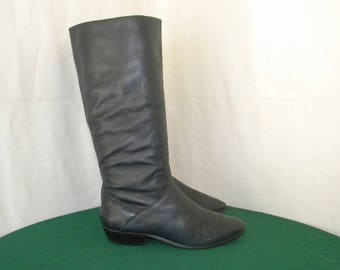 Sz 9n Vintage Tall Navy Blue leather 1980s Flat Women Slouch boots.