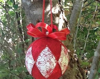 Red and gold Kimekomi Christmas ornament