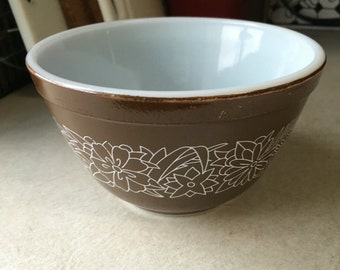 Pyrex woodland 401 mixing bowl