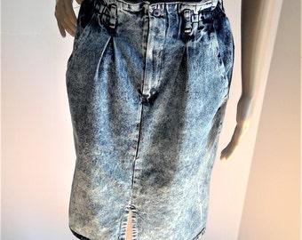 SALE - Vintage Acid Wash Distressed Denim Skirt - Size 11