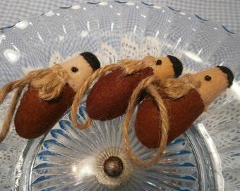 Little hedgehogs felt hanging decorations
