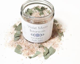 Eucalyptus Bath Salts // herbal bath soak // dead sea salts // herbal bath salts // natural beauty // vegan bath products // relaxing bath