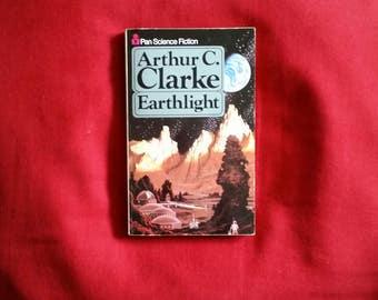Arthur C. Clarke - Earthlight (Pan Science Fiction 1983)