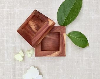 Handmade Queen's Cut Cedar Ring Box