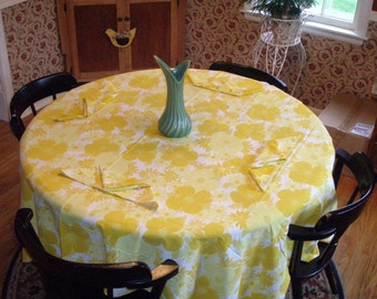 Vintage bright and sunny Fallani & Cohn tablecloth and napkins **Price Reduction**