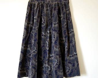 Vintage 1960s Clyde Paisley Velvet Gathered Waist Knee-length Skirt - Grey and Navy Blue -  Union Made in USA - Bohemian Print - Dirndl