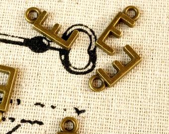 Alphabet letter E charm bronze vintage style jewellery supplies C32
