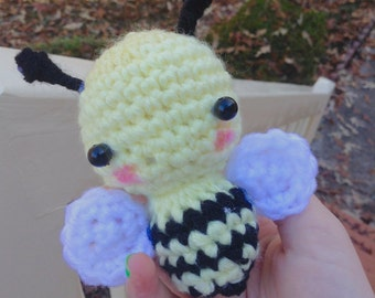 Amigurumi bumble bee plushy
