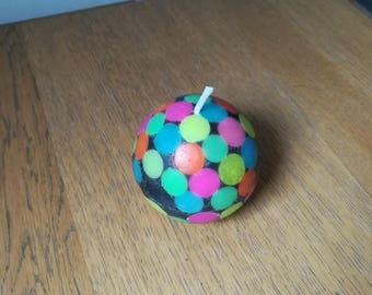 Ball candle with fluorescent spots scented bubblegum