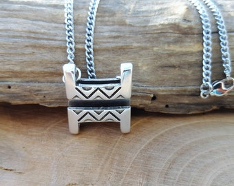 Necklace with pendant square