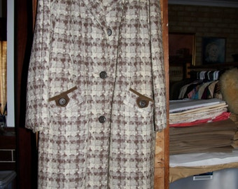 warm fawn and white 60's coat with pockets