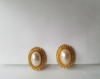 Pearl Earrings, Gold Pearl Earrings, Clip on Earrings, Vintage Earrings, Vintage Jewelry, Wedding Jewelry, Wedding Earrings, Formal Earrings