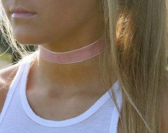 Velvet Choker in Pink
