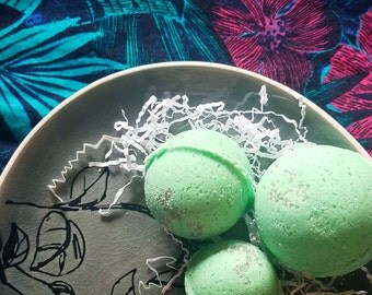 Vanilla-Mint Bath Bomb | Organic Coconut Oil | Moisturizing Aromatherapy Bath Fizz | Sweet Peppermint Ice Cream | Refreshing | Soothing Lush