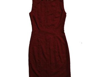 burgundy sheath dress sleeveless close fit with scoop neck // evening dress // formal dress // evening wear