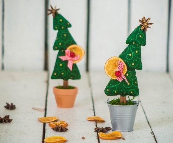 Миниатюрное деревце с анисом, корицей и высушенным апельсином Image