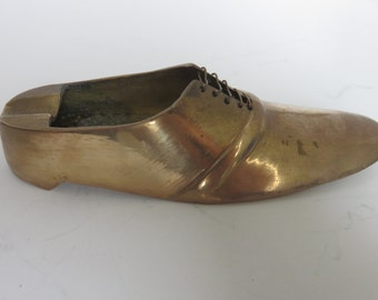 Vintage brass ashtray in the shape of shoe - Circa 1970