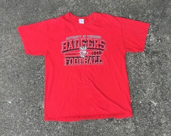 Vintage Wisconsin Badgers Football T-Shirt (Size Large) University Badger Nation Big 10 BIG Minnesota Great Lakes 90s 80s Basketball