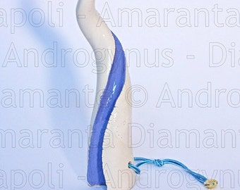 White and blue Androgynus horn